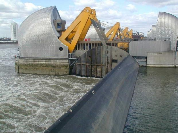 Thames Barrier closes again - as London faces 'medium flood risk'