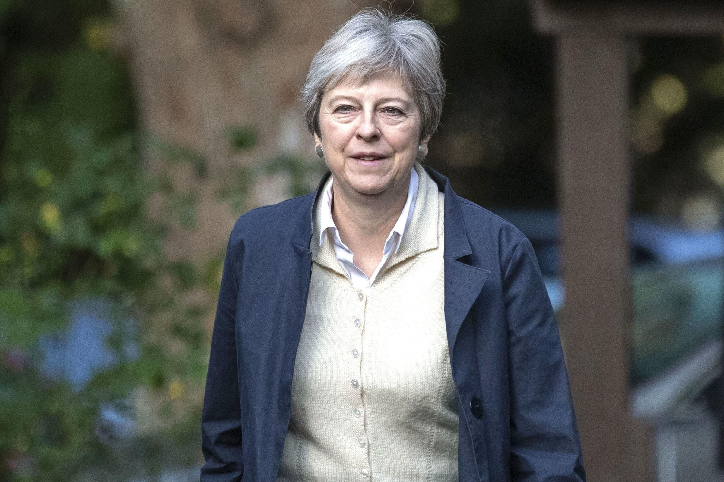 theresa may woos us and japan in quest for post brexit trade quest dating sites