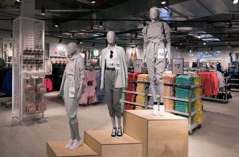 A mother from Bexley is furious after discovering that the changing rooms at Primark in BLuewater were gender neutral