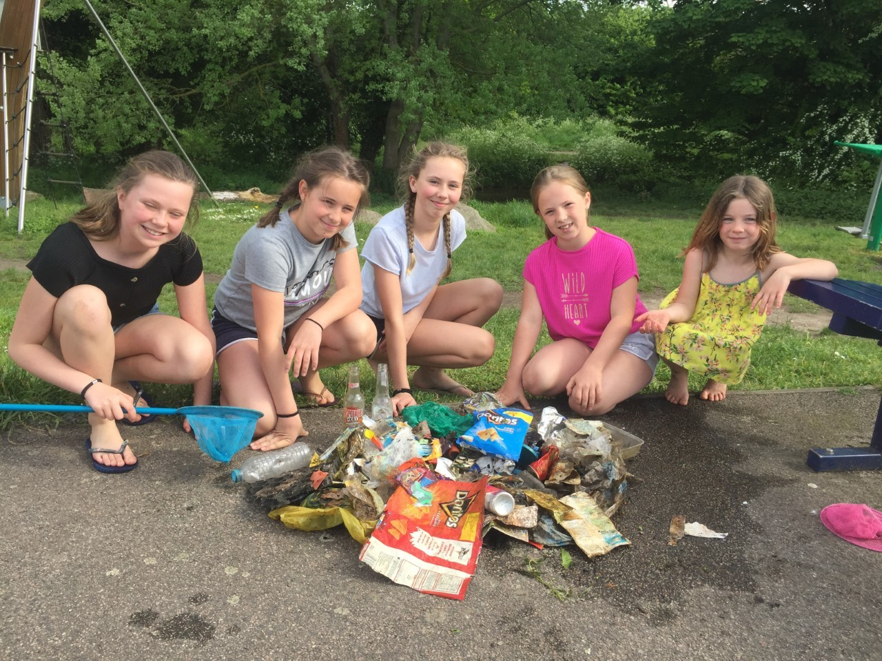 Lucie, Maddie, Aimee, Kate and Annie spent their Sunday afternoon clearing the River Cray of plastic and pollution